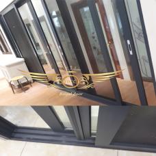 Mẫu cửa nhôm kính thiết kế riêng cho ngôi nhà chật hẹp